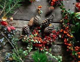 5 trucs et astuces pour décorer votre table pour Noël à moindres frais.